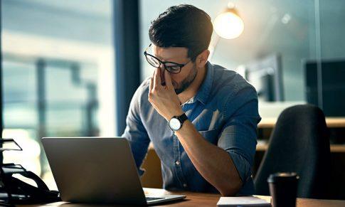 Cum poate tipul de birou din companii să influențeze activitatea fizică și nivelul de stres cotidian al angajaților?